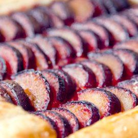 Przepisy na ciasto ze śliwkami: sezonowy przysmak w 5 odsłonach 36