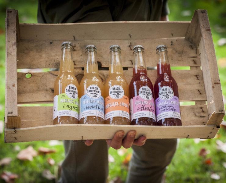 """Naturalny napój na bazie świeżo tłoczonego soku """"Musujące jabłko"""" marki Bracia Sadownicy 29"""