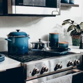 Jakie związki chemiczne znajdują się w garnkach i innych naczyniach kuchennych? 10