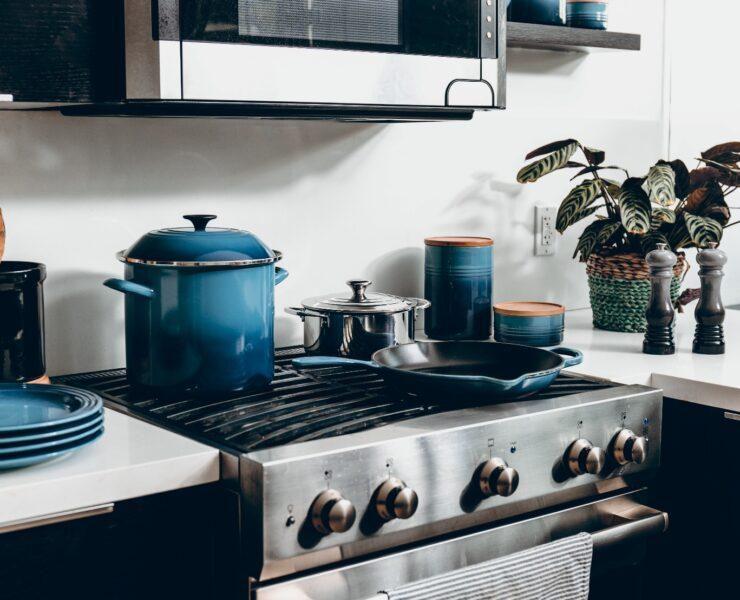 Jakie związki chemiczne znajdują się w garnkach i innych naczyniach kuchennych? 25