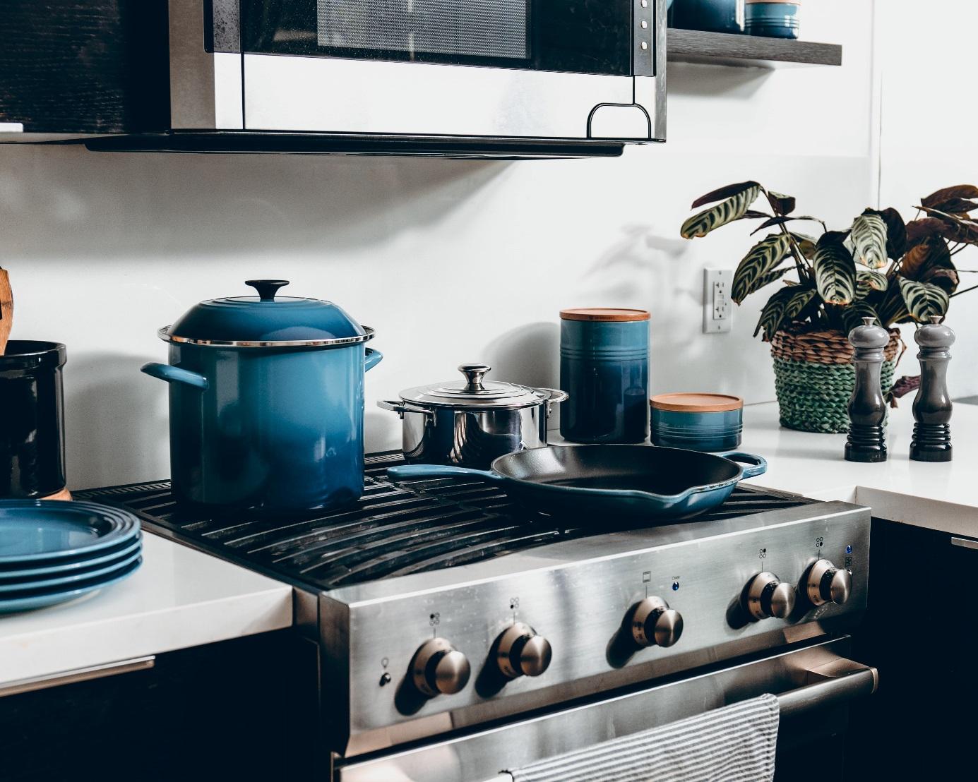 Jakie związki chemiczne znajdują się w garnkach i innych naczyniach kuchennych? 44